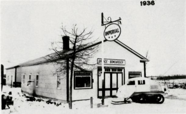 Un B7 devant le garage original en 1936